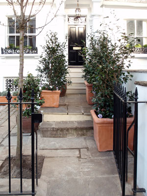Finch-front-entrance,-pots-paving